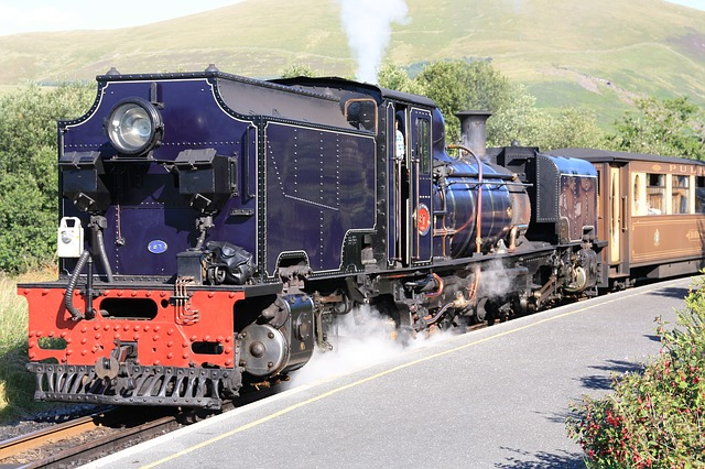 steam-locomotive-snowdonia